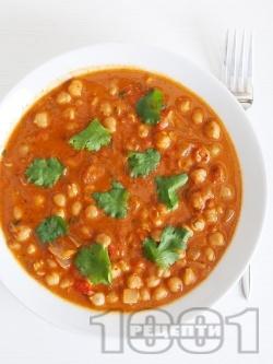Вкусна яхния от нахут с домати по индийски с гарам масала, кимион и кориандър - снимка на рецептата